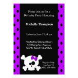 Invitaciones púrpuras del cumpleaños del cráneo fe