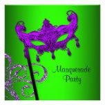 Invitaciones púrpuras del fiesta de la mascarada d anuncio personalizado