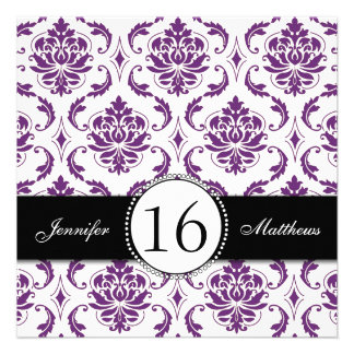 Invitaciones púrpuras negras del dulce dieciséis d invitacion personal