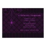 Invitaciones púrpuras y negras de Halloween del Anuncios Personalizados