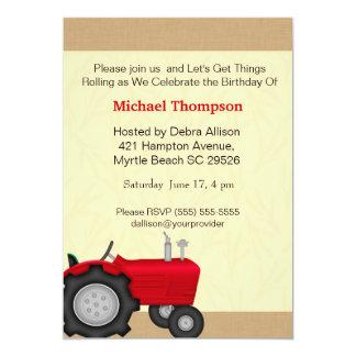 Invitaciones rojas del cumpleaños del tractor comunicado personal