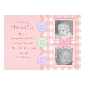 Invitaciones rosadas de la niña de la guinga