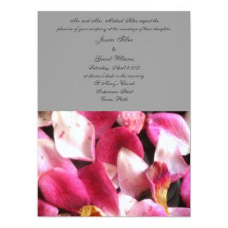 Invitaciones rosadas del boda de los pétalos color invitación 16,5 x 22,2 cm