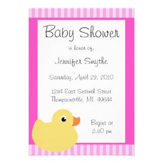 Invitaciones rosadas Ducky dulces de la fiesta de