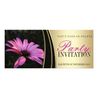 Invitaciones rosadas púrpuras del fiesta del oro d comunicado