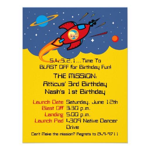 Invitaciones sabias del cumpleaños de la nave de R Comunicado Personalizado