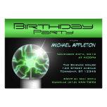 Invitaciones verdes de la fiesta de cumpleaños de