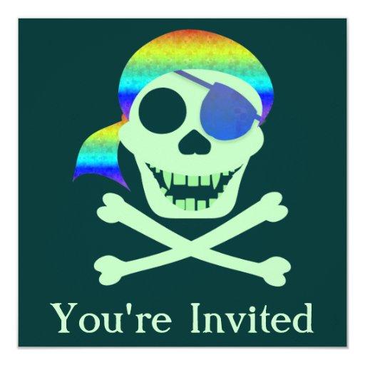 Invitaciones verdes del cráneo del pirata comunicado personalizado
