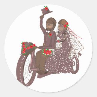 Invitaciones y productos de boda del motorista de pegatina redonda