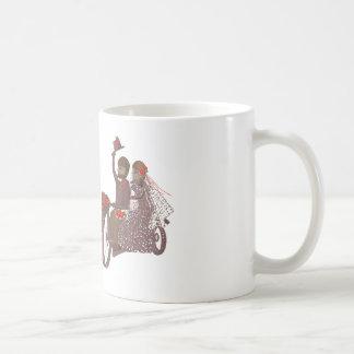 Invitaciones y productos de boda del motorista de  tazas de café