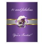 Invite a 40.o fabuloso púrpura de la flor blanca d comunicado personalizado