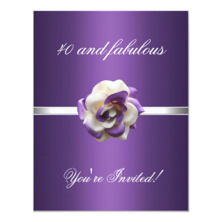 Invite a 40.o fabuloso púrpura de la flor blanca comunicado personalizado