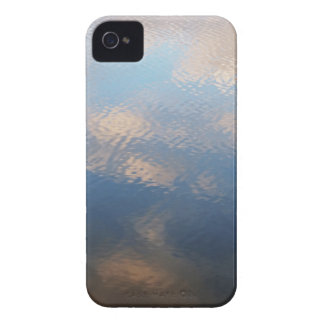 iPhone: Reflexiones borrosas de la nube del cielo iPhone 4 Cobertura