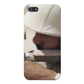 Iraqi Army Sergeant sights in down range iPhone SE/5/5s Cover