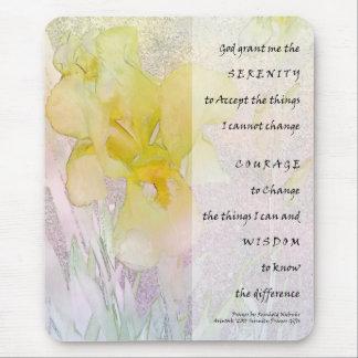 Iris amarillo del rezo de la serenidad tapete de ratones