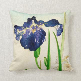Iris azul - impresión japonesa de la acuarela cojín decorativo