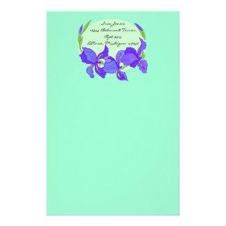 Iris púrpura de los azules añiles preciosos en los papelería personalizada