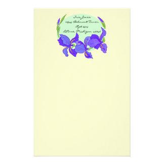 Iris púrpura de los azules añiles preciosos en los papeleria personalizada