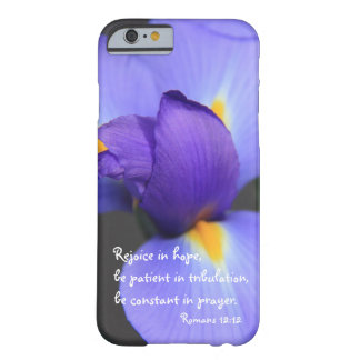 Iris púrpura, verso de la biblia sobre la funda para iPhone 6 barely there