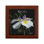 Iris salvaje de la caja de regalo con amor joyero cuadrado pequeño