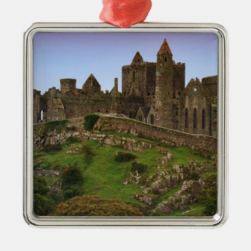 Irlanda, Cashel. Ruinas de la roca de Cashel 2 Adorno Cuadrado Plateado
