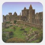 Irlanda, Cashel. Ruinas de la roca de Cashel 2 Calcomania Cuadradas Personalizada