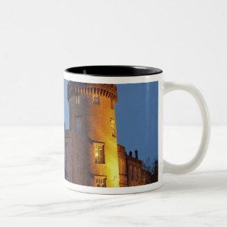 Irlanda el castillo de Dromoland se encendió en l Taza De Café