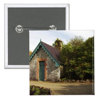Irlanda, el jardín emparedado castillo de Dromolan Pin Cuadrada 5 Cm