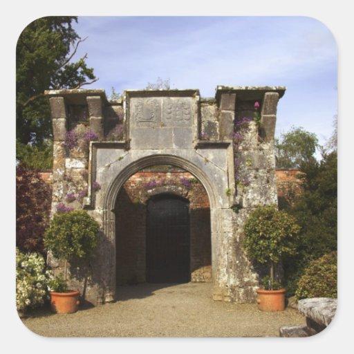Irlanda, el jardín emparedado castillo de calcomanías cuadradases