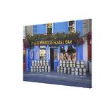 Irlanda, Kilkenny. Exterior del pub con la cerveza Impresión En Lona Estirada