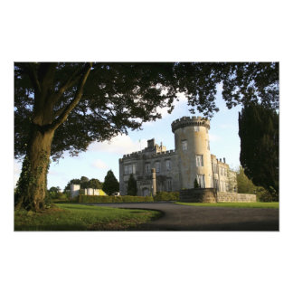 Irlanda, la entrada lateral del castillo de Dromol Cojinete
