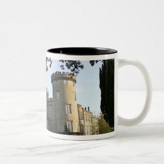 Irlanda, la entrada lateral del castillo de taza de café de dos colores