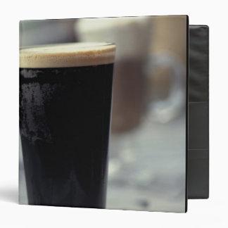 """Irlanda. Pinta de cerveza de malta Carpeta 1 1/2"""""""