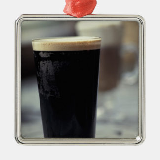 Irlanda. Pinta de cerveza de malta Adorno Cuadrado Plateado