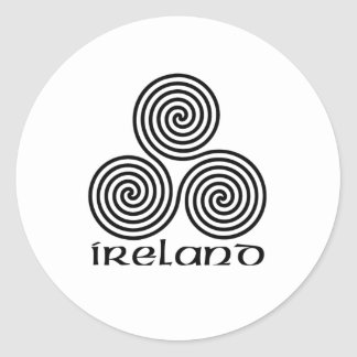 Irlanda y el espiral triple pegatina redonda
