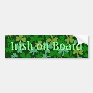 Irlandés afortunado a bordo los tréboles verdes de pegatina de parachoque