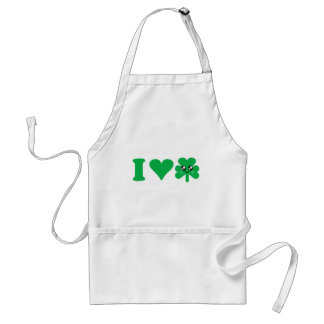 Irlandés afortunado del amor del trébol del corazó delantales
