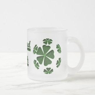 Irlandés CloverBall de la Cuero-Mirada Tazas De Café