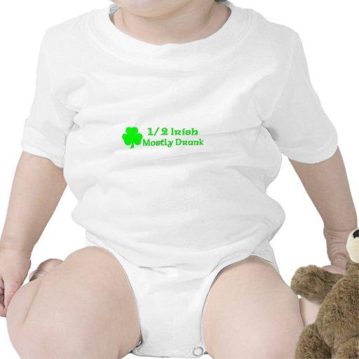 Irlandés del 1/2 bebido sobre todo camiseta