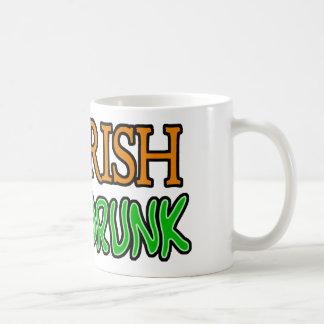 Irlandés del 50%, el 100% borracho taza clásica