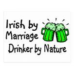 Irlandés del bebedor de la boda por la naturaleza tarjeta postal