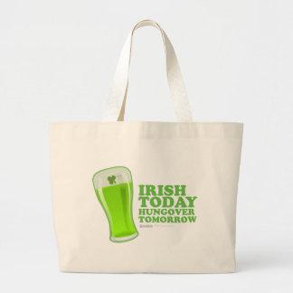 Irlandés del día de St Patrick hoy Hungover mañana Bolsa