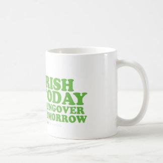 Irlandés del día de St Patrick hoy Hungover mañana Taza