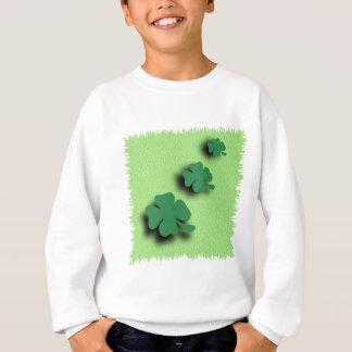 Irlandés del símbolo del trébol en el fondo verde sudadera