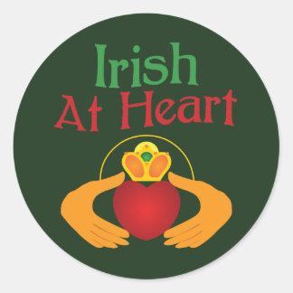 Irlandés en el corazón etiqueta redonda