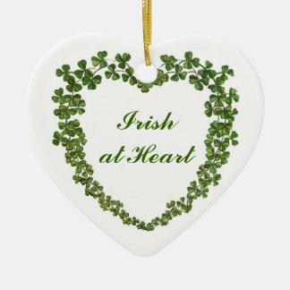 Irlandés en el ornamento del corazón adorno navideño de cerámica en forma de corazón