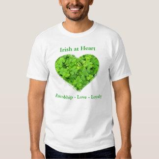 Irlandés en la camisa del corazón