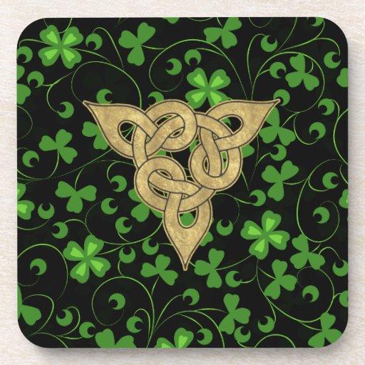Irlandés negro Knotwork Posavaso