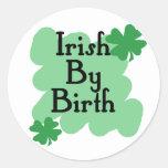 Irlandés por nacimiento pegatinas redondas