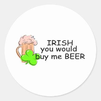 Irlandés usted me compraría cerveza pegatinas redondas